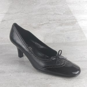 Salvatore Ferragamo Black Pumps 7.5
